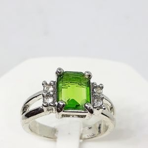 Green crystal size 8 ring